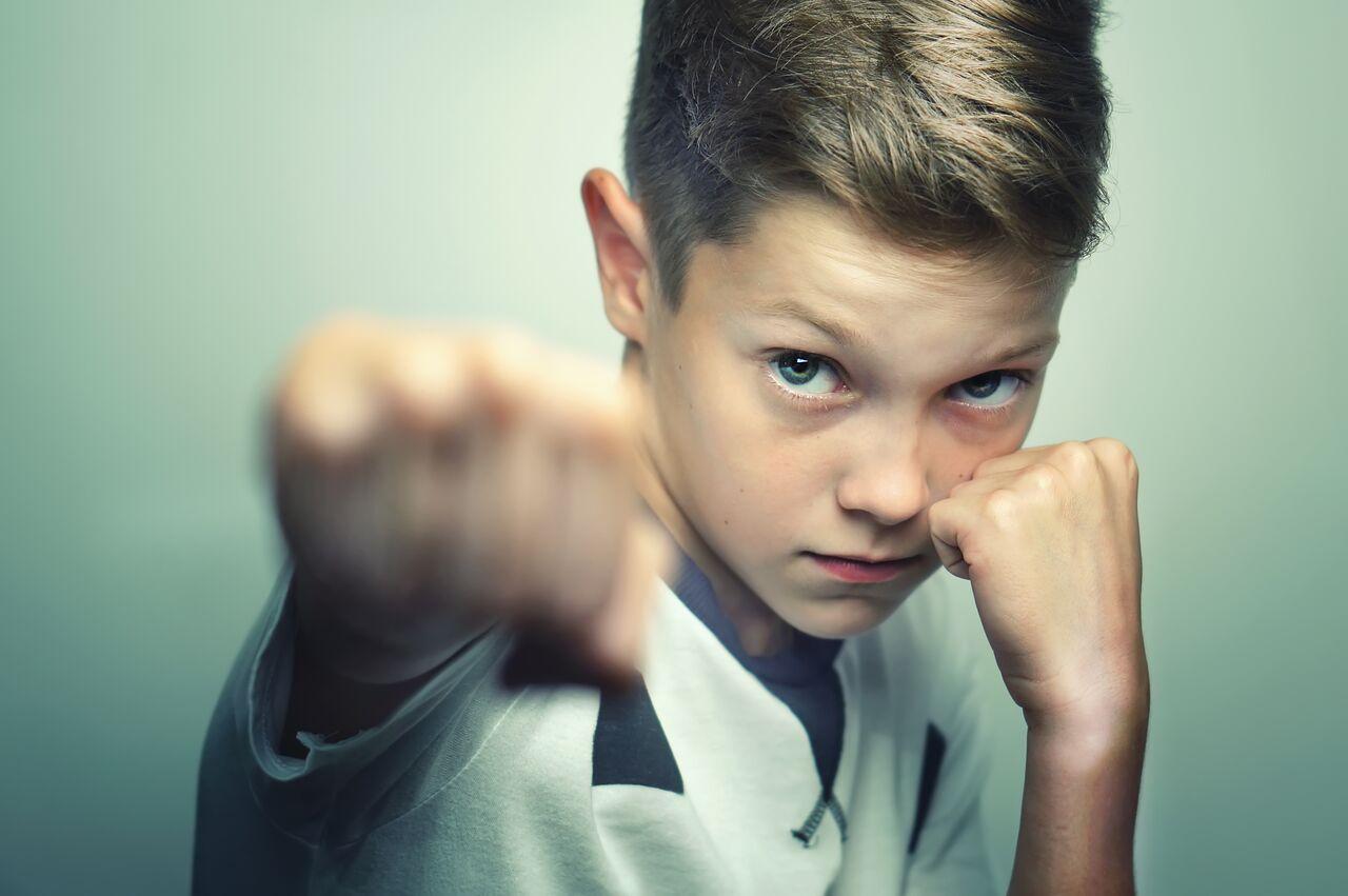 صورة ابني يضربني, ماذا أفعل؟!..
